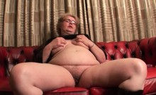 Phat ass mature dildoing her big horny twat