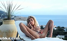 Mega skinny girl toying on the sunbed